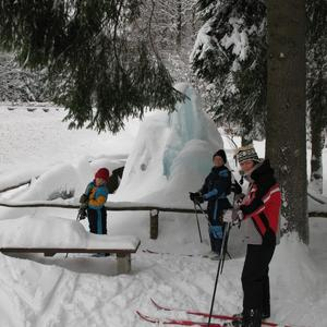 Wettinbrunnen mit Kinder